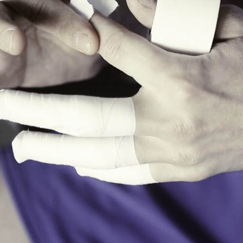 Тейпирование пальцев в Кургане